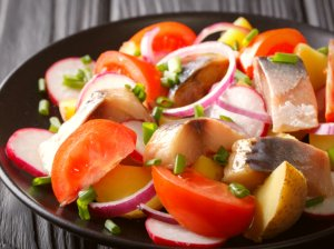 Greitos bulvių salotos su skumbre