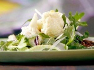 Žiedinių kopūstų salotos su pievagrybiais