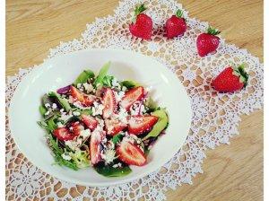 Gaivios salotos su braškėmis