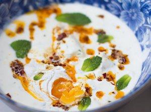 Turkiški pusryčių kiaušiniai jogurto patale