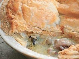 Sluoksniuotos tešlos pyragas su vištiena