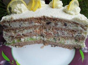 Užkandinis tortas su lašiša, agurkais ir kreminiu sūriu
