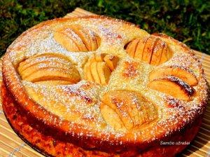 Greitas varškės pyragas su obuoliais ir manais