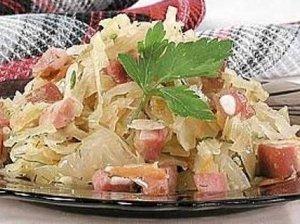 Bavariškos kopūstų salotos