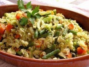 Troškinti ryžiai su daržovėmis