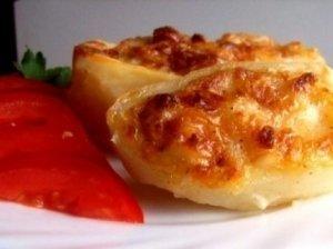 Keptos bulvės su sūriu ir česnaku