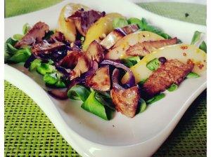 Karštos kriaušių salotos su kepenėlėmis