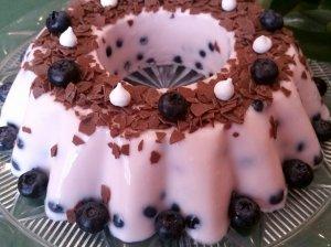 Jogurtinis žele tortas su uogomis