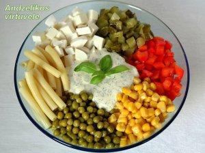 Makaronų salotos su daržovėmis ir sūriu