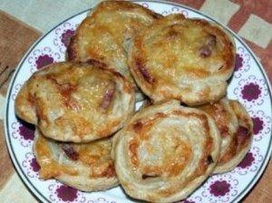 Pyragėliai su sūriu ir kumpiu