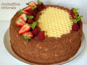 Šokoladinis medaus tortas su avietėmis
