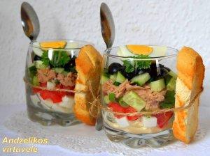 Greitos tuno salotos su sūriu ir daržovėmis