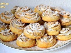 Varškiniai sausainiai su riešutais
