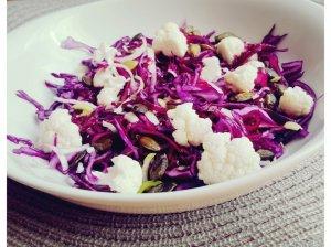 Raudongūžio ir žiedinio kopūstų salotos
