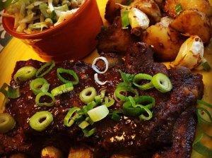 Amerikietiški šonkauliukai orkaitėje su barbekiu padažu