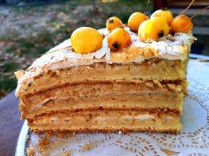 Obuolių tortas su plikytu kremu