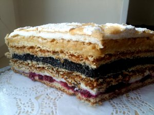 Trapios tešlos tortas dangus ant liežuvio