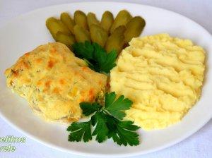 Žuvies kepsneliai su daržovėmis ir sūriu orkaitėje