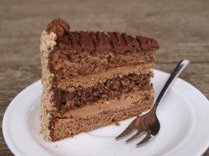 Riešutinis tortas su šokoladiniu kremu