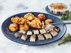 Silkių filė su dūmo aromatu ir orkaitėje skrudintos bulvės