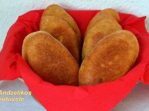 Minkšti pyragėliai su vištiena keptuvėje
