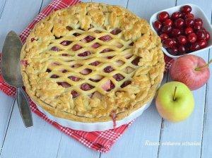 Trapios tešlos obuolių pyragas su spanguolėmis
