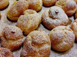 Plikyti pyragaičiai su vaniliniu kremu
