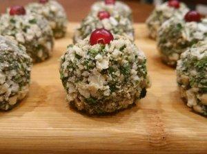 Šventiniai avokadų kamuoliukai su sūriu