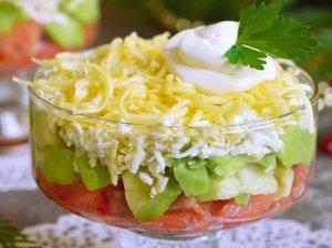 Greitos lašišos salotos su avokadais be majonezo