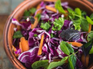 Tailandietiškos kopūstų ir morkų salotos