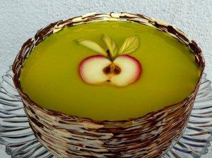 Gaivus žaliasis tortas su persikais