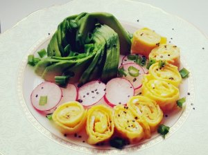 Omleto suktinukų bokšteliai su daržovėmis
