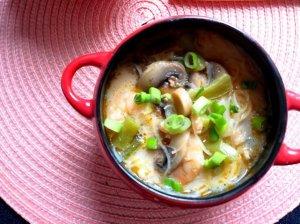 Kokosų pieno sriuba su krevetėmis, makaronais ir pievagrybiais