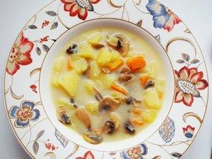 Pievagrybių sriuba su lydytu sūreliu