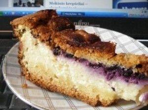 Varškės pyragas su mėlynių uogiene