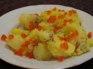Šviežios bulvės su ikrais