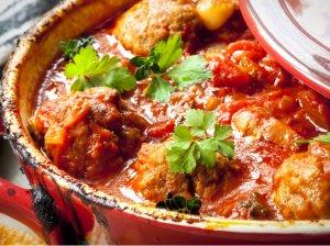 Mėsos kukuliai orkaitėje pomidoriniame padaže