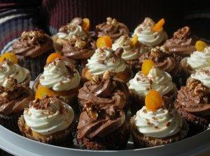 Snickers keksiukai su karameliniu įdaru ir varškės kremu