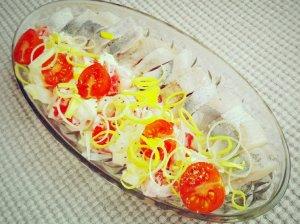 Silkė su pomidorais, porais ir kiaušiniais