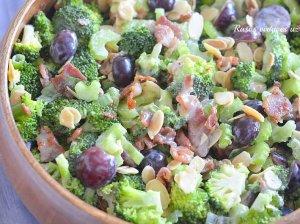 Brokolių salotos su vynuogėmis