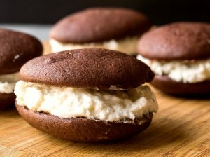 Šokoladiniai sausainiai su sviestiniu kremu