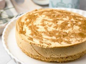 Nekeptas karamelinis sūrio tortas