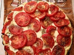 Kišas su špinatais ir pomidorais