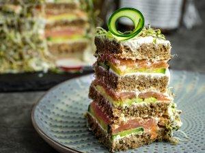 Sumuštinių tortas su lašiša