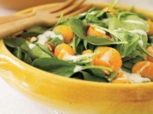 Apelsinų ir špinatų salotos