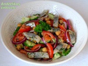 Silkės salotos su avinžirniais ir daržovėmis