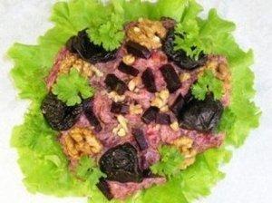 Burokėlių, slyvų ir ryžių salotos