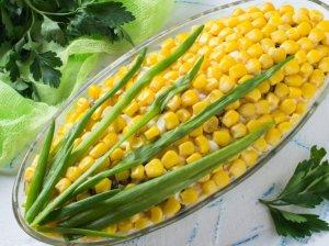 Vištienos salotos su porais ir kukurūzais