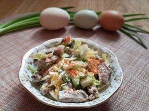 Liežuvio salotos su kiaušiniais ir agurkais