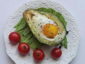 Keptas kiaušinis avokade
